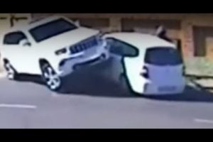 [Video] Faced With An Armed Carjacking By Rabid Thugs....Watch What This Courageous Woman Does